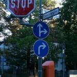 vorgeschriebene Fahrtrichtung - geradeaus und rechts und rechts